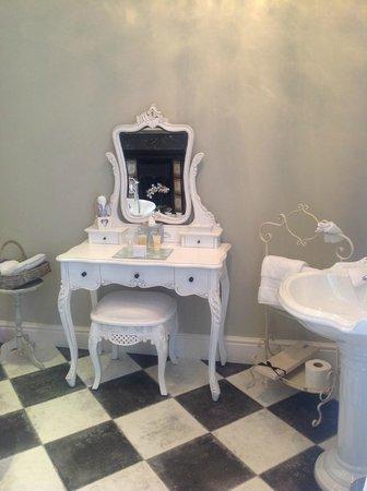Lavender House: Bathroom furniture pure quality