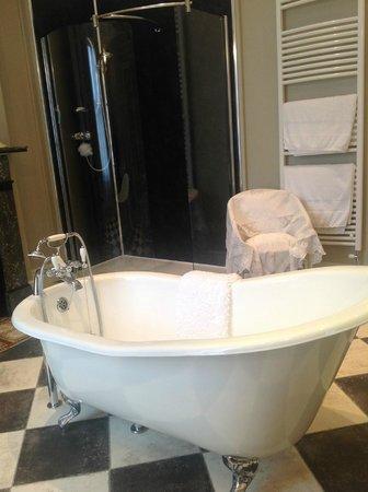 Lavender House: Amazing bathroom