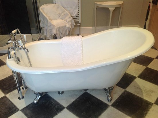 Lavender House: Luxury slipper bath