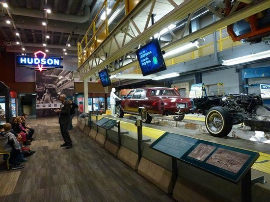 Detroit Historical Museum: Assembly Line