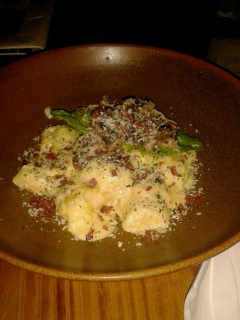 Anomali Coffee Ubud: I didn't try the coffee, but the potato gnocchi were delicious!