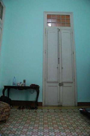 Casa Particular Raquel: Schlafzimmer: Ausgang direkt zur Küche