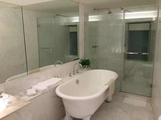 United Hotel: Bathroom
