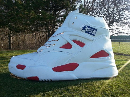 Indiana Basketball Hall of Fame : Huge shoe near the parking lot