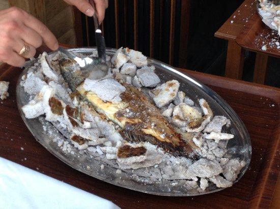 Deniz Kapisi : Супер вкусная рыба в соли