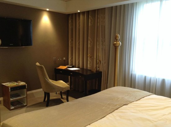 Rudding Park Hotel: Bedroom desk