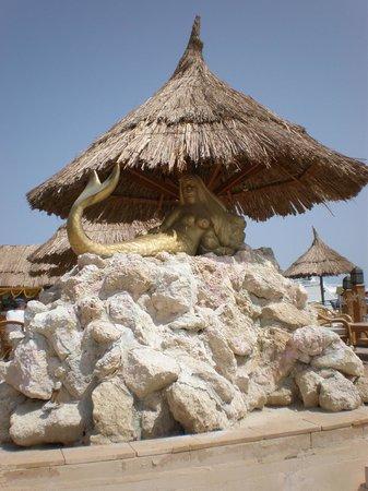 Siva Grand Beach Hotel: Near the pier