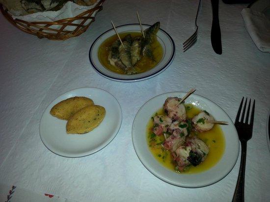 A Grade : Sardinhas frescas banhadas no azeite, polvo e bolinho de bacalhau.