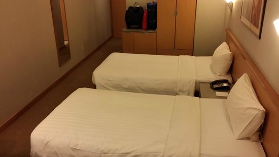 Bayview Hotel Singapore: Deluxe Twin Room - Very Comfortable