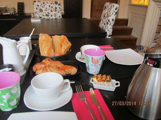 La Villa Paris : Breakfast Served