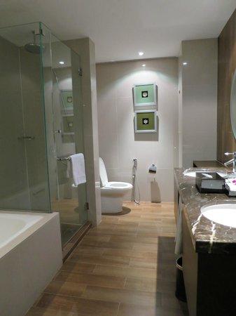 Sunway Putra Hotel : Clean & spacious bathroom