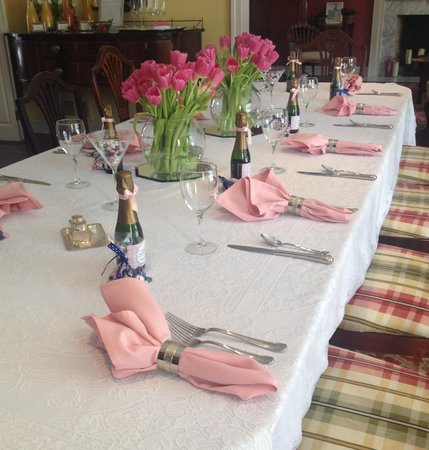 Doone's Inn at Oakmont: Doone's Inn is a beautiful venue for a bridal shower!!