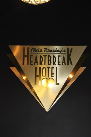 Elvis Presley's Heartbreak Hotel: Reception