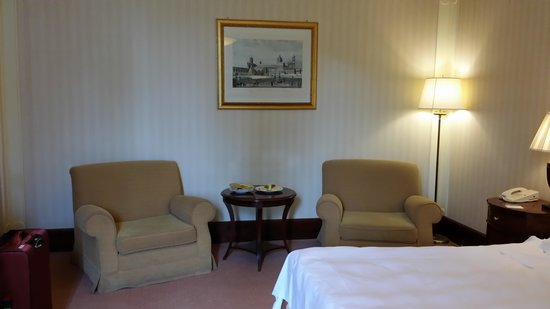 Mercure Palermo Excelsior City : Room