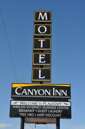 Canyon Inn Flagstaff: Road Sign