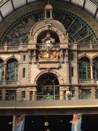 Bahnhof Antwerpen-Centraal: すごい綺麗〜