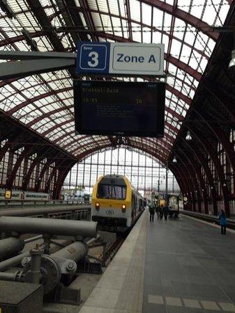 Gare centrale : これに乗ってブリュッセルに行きました!