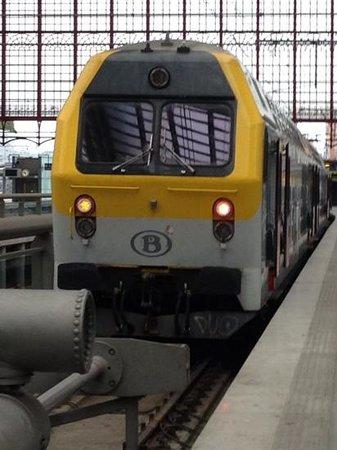 Bahnhof Antwerpen-Centraal: これに乗ってブリュッセルへ行きました。