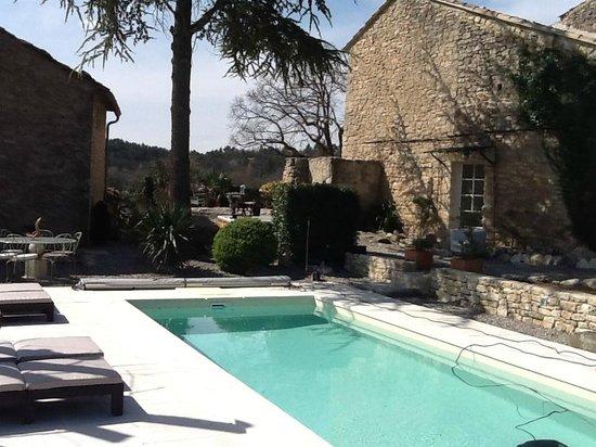 Le Mas des Arts : piscine cote maison