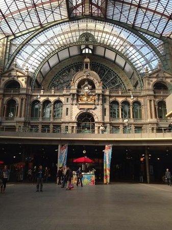 Bahnhof Antwerpen-Centraal: 素敵な駅!