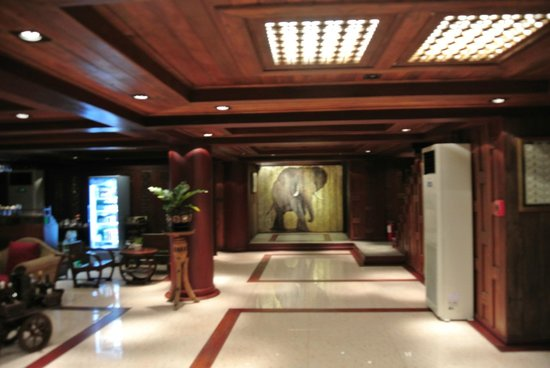 Chang Siam Inn: Lobby / Lift