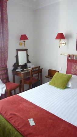 New Orient Hotel: Bedroom