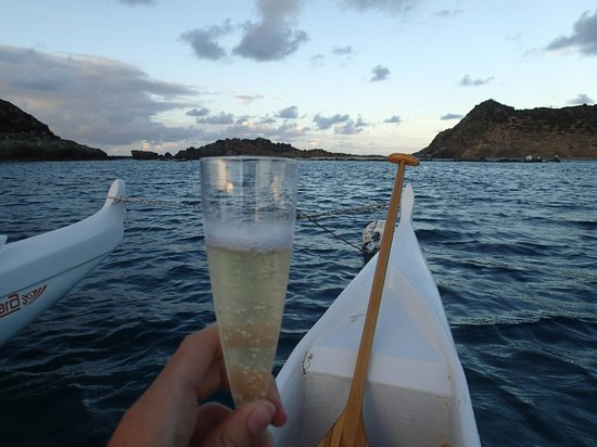 OC4 Island: champagne on the pirogue