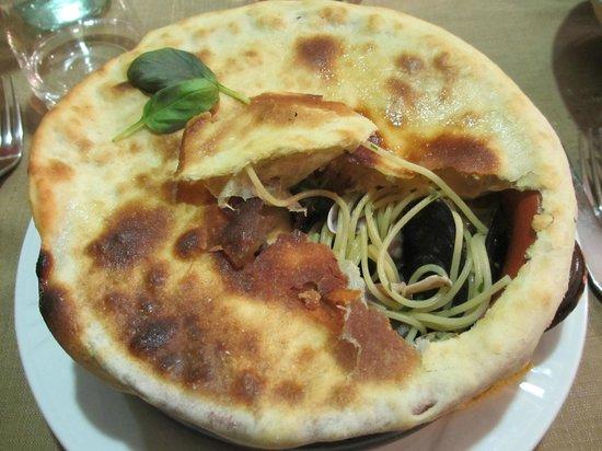 Tre Rose : Spaghetti allo scoglio in crosta.