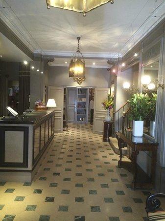 Louison Hotel: Hotel Lobby