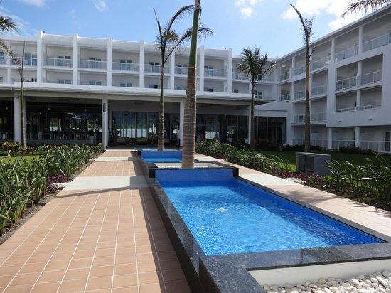 Hotel Riu Palace Jamaica: Courtyard