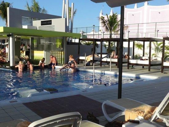 Hotel Riu Palace Jamaica: Swim up Bar Pool