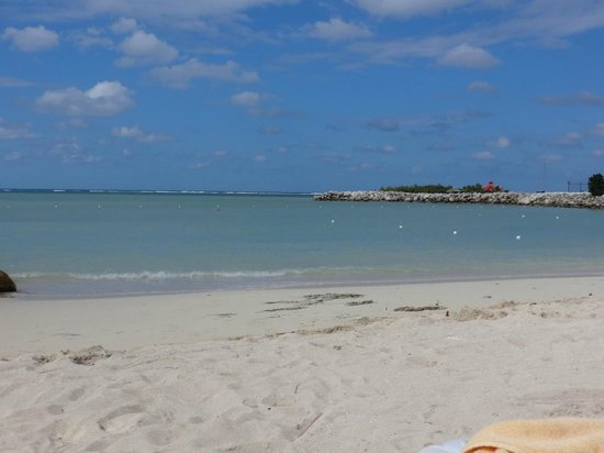 Hotel Riu Palace Jamaica: Beach (with view of Sandals Island in the background)