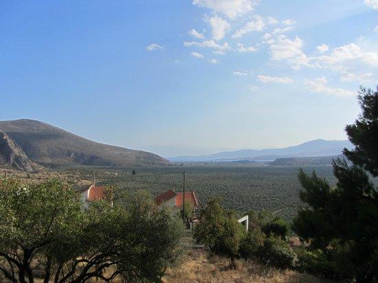 Delphi Rooms & Bungalows : View from hut towards Itea and the Gulf of Corinth
