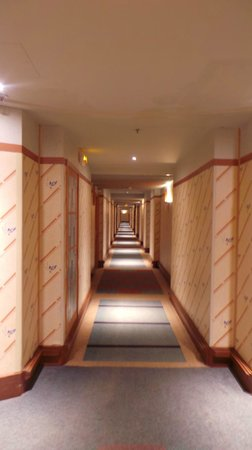 Disney's Hotel New York : Corridors
