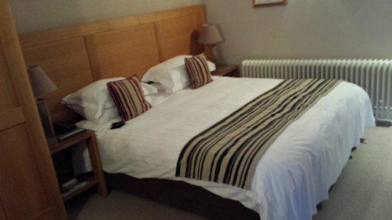 St Elizabeth's House: Large bed