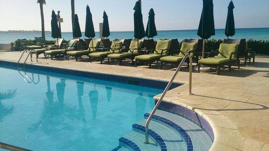 Sea Breeze Beach Hotel : Pool no.2