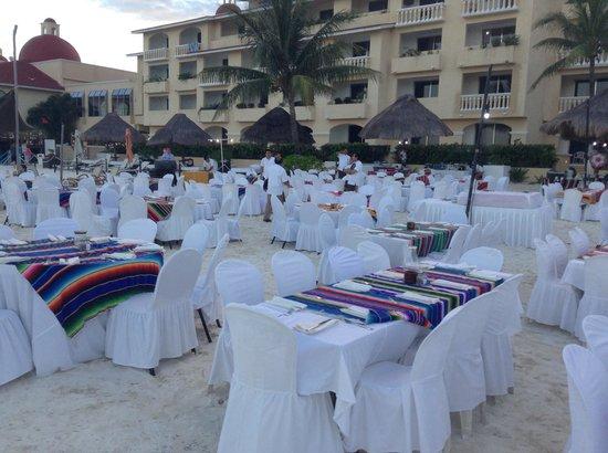 All Ritmo Cancun Resort & Waterpark : Cena típica en la playa