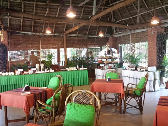 Manaltheeram Ayurveda Beach Village: Open Air Buffet-DELICIOUS!!!!