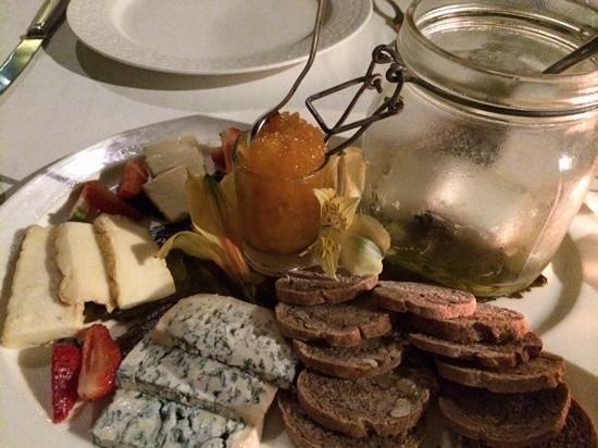 Cafedesartistes: plato de quesos