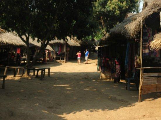 Long Neck Village : The village shops