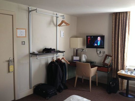 Hawkwell House Hotel: Wardrobe storage in our room
