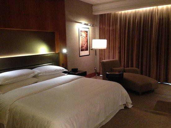 Sheraton Grand Bangalore Hotel at Brigade Gateway: Mood lightings