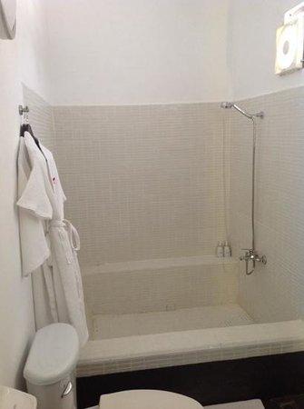 Villa Langka: Huge bathroom