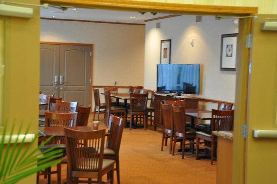 Country Inn & Suites by Radisson, Pineville, LA: Breakfast Area