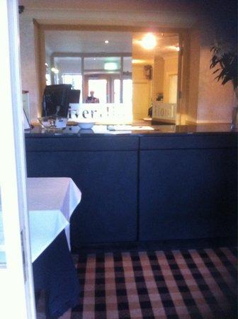 Riverhill Hotel: Entrance