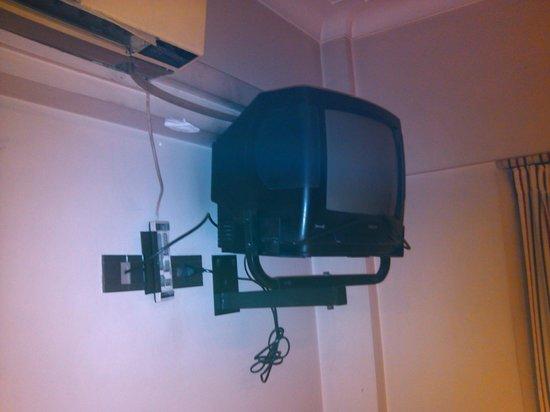 Reina Victoria Suites & Towers: mini televisor
