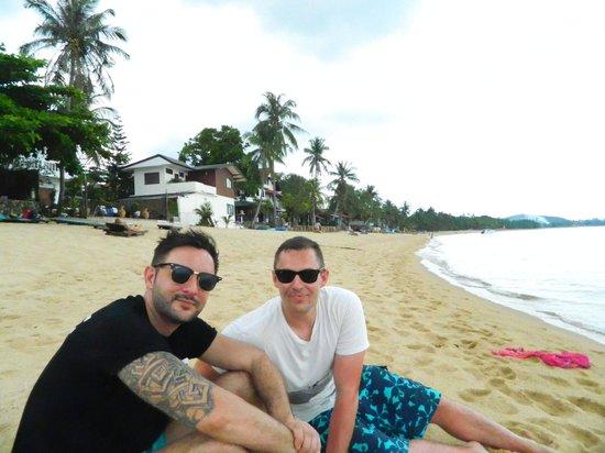 ZENZIBAR Beach Bar & Restaurant: chillin on the beach