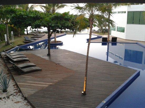 Le Reve Hotel & Spa: vue de la chambre sur la piscine