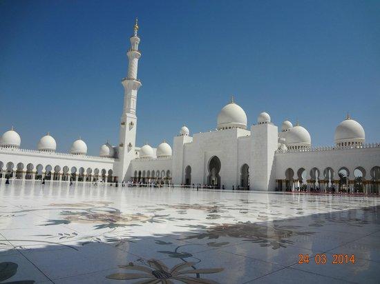 Khalidiya Palace Rayhaan by Rotana: Sheikh Zayed Mosque