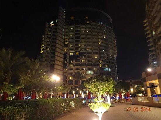 Khalidiya Palace Rayhaan by Rotana: Khalidiya  Palace  at night